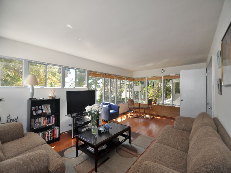 What 39 s on the market richard neutra and paul hoag house Whats a studio apartment