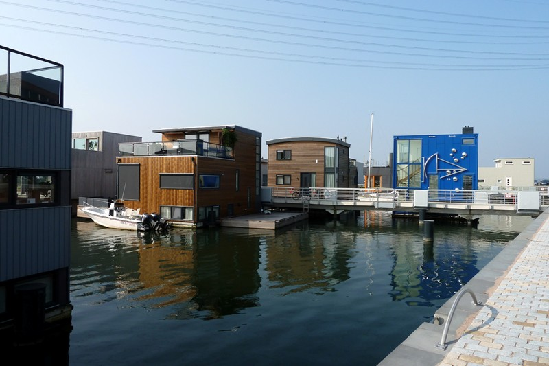 What We 39 Re Seeing The Dutch Way From Houseboat To Water
