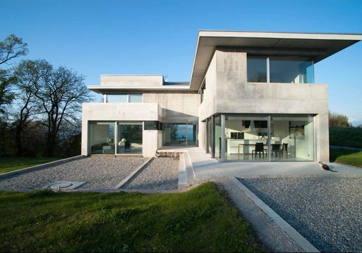 What 39 s on the market contemporary property for sale on for Modern architecture homes for sale