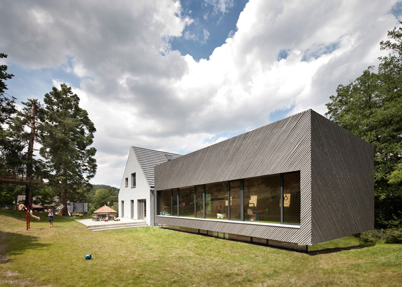 House of the day family extension by franz