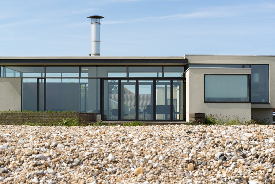 Beach house west sussex uk sleeps 6 2 on guest bed for Modern house holiday lets