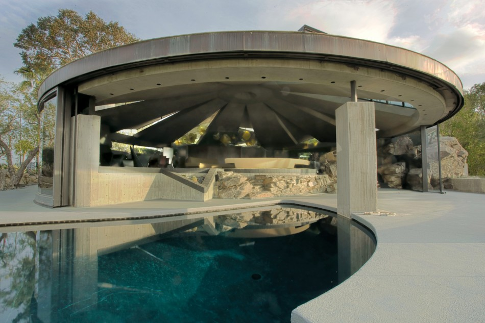 Built in Palm Springs in 1968, this house is a prime example of John  Lautner's 'free architecture', and was designed for the interior designer  Arthur Elrod.