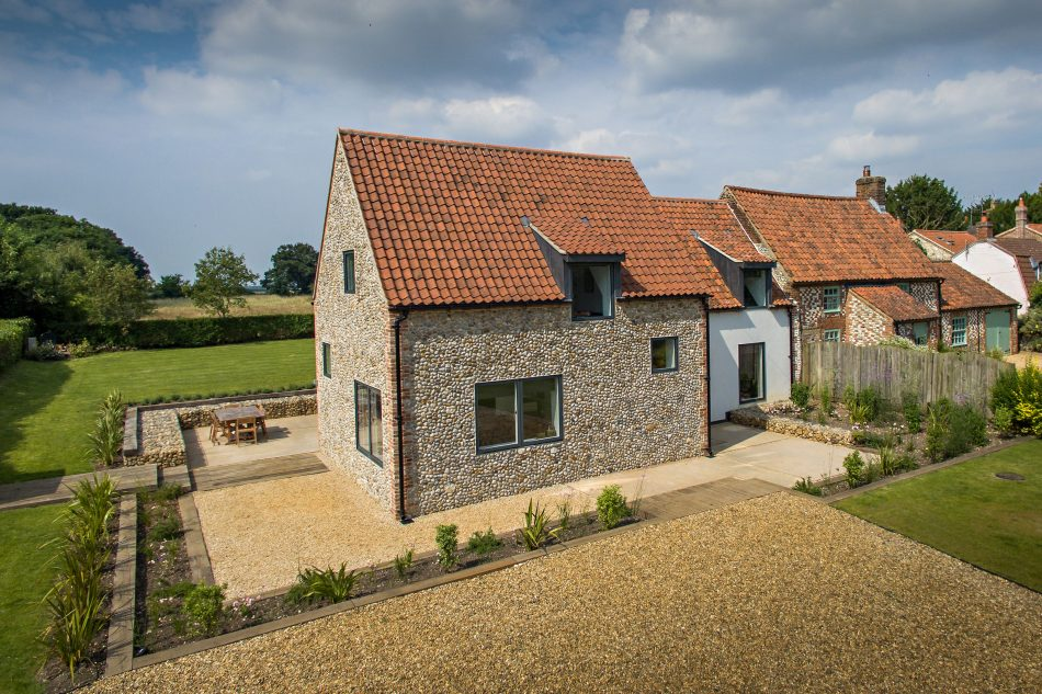 Stanhoe cottage norfolk uk sleeps 6 the modern house for Traditional house designs uk