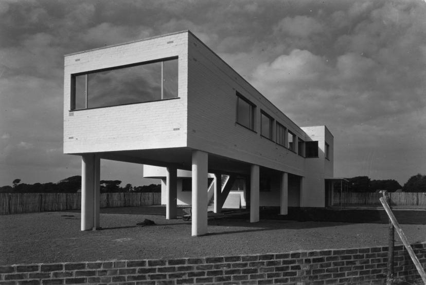 Sea lane house east preston west sussex the modern house - Marcel breuer architecture ...