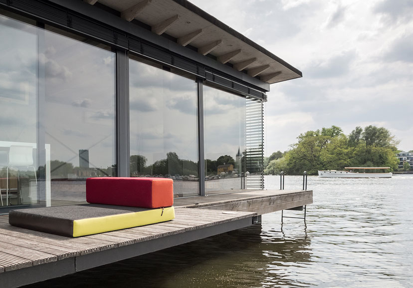 The modern houseboat berlin germany sleeps 2 2 for Modern house holiday lets